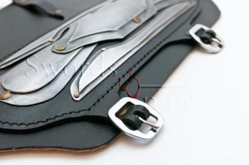 Leder und Stahl Armschienen